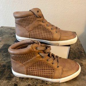 Arizona Women's Tie Up Sneaker